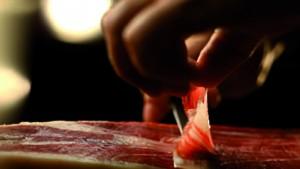 Cortando jamon